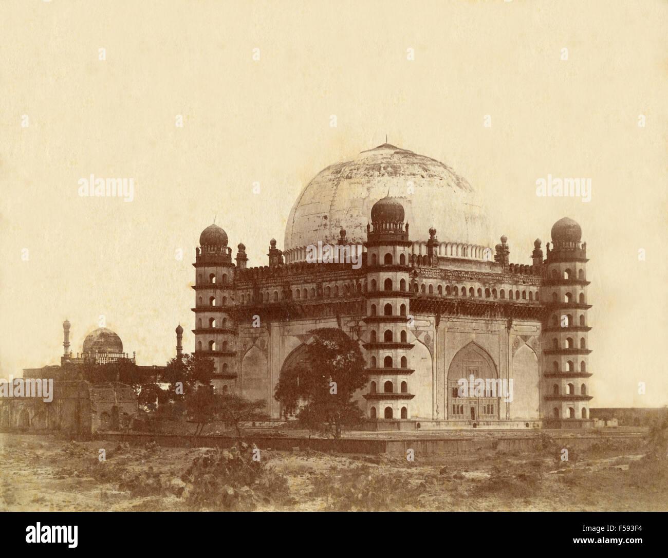 The Gol Gumbaz or Tomb of Sultan Muhammad, Bijapur, India - Stock Image