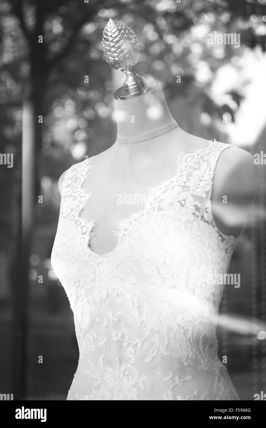 20784f2cf2cb Shop bridal dummy bride fashion wedding mannequin in store boutique shop  window artistic photo.