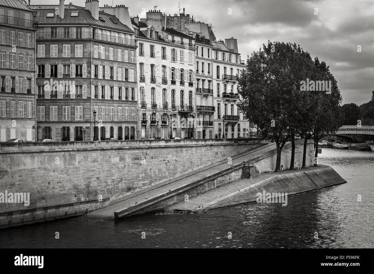 Seine River Bank on Ile Saint Louis in the heart of Paris (75004), France. Quai d'Orléans in Black & - Stock Image