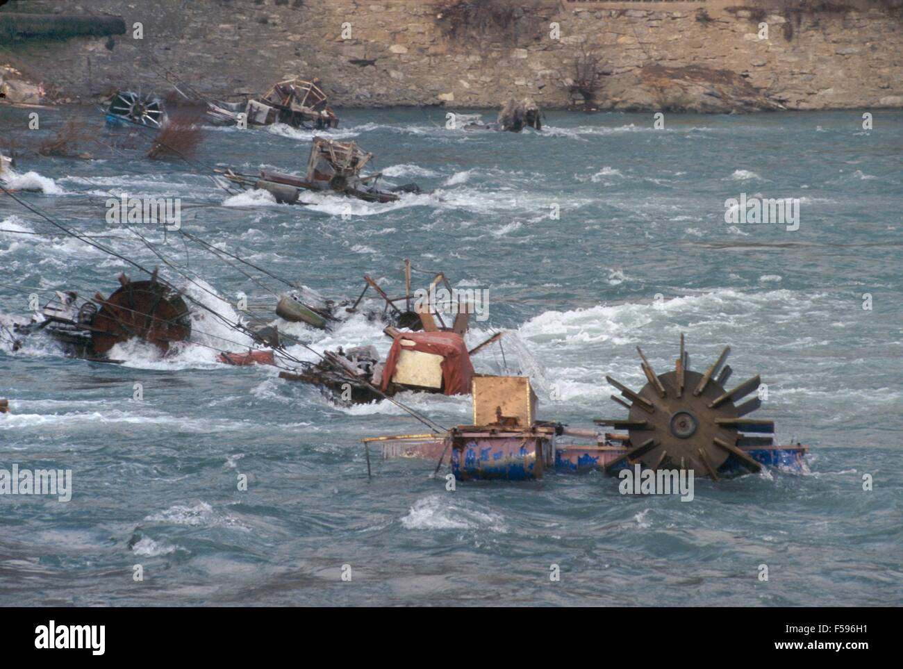 War in ex Yugoslavia, emergency electric power generators set by  Gorazde population in the Drina river during the Stock Photo