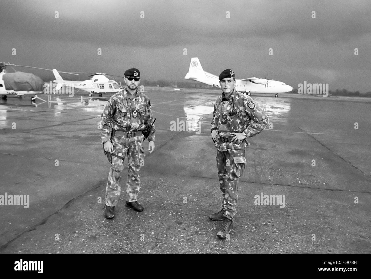 war crisis in Kosovo, april 1999, humanitarian aids for escaping refugees unloaded in Tirana airport (Albania) - Stock Image