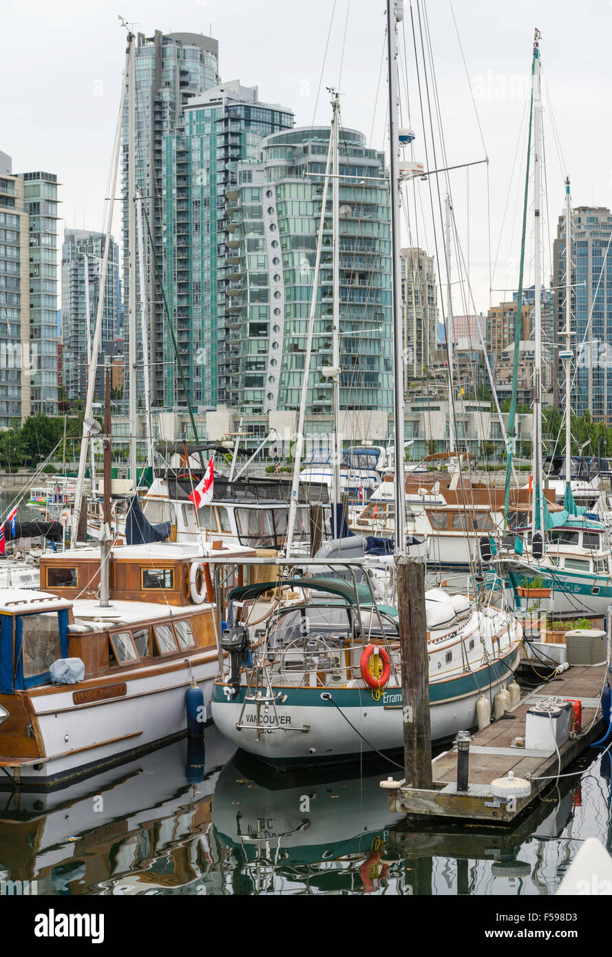 Boats at Spruce Harbour Marina and downtown Vancouver across False Creek, seen from Island Park Walk, Vancouver, - Stock Image