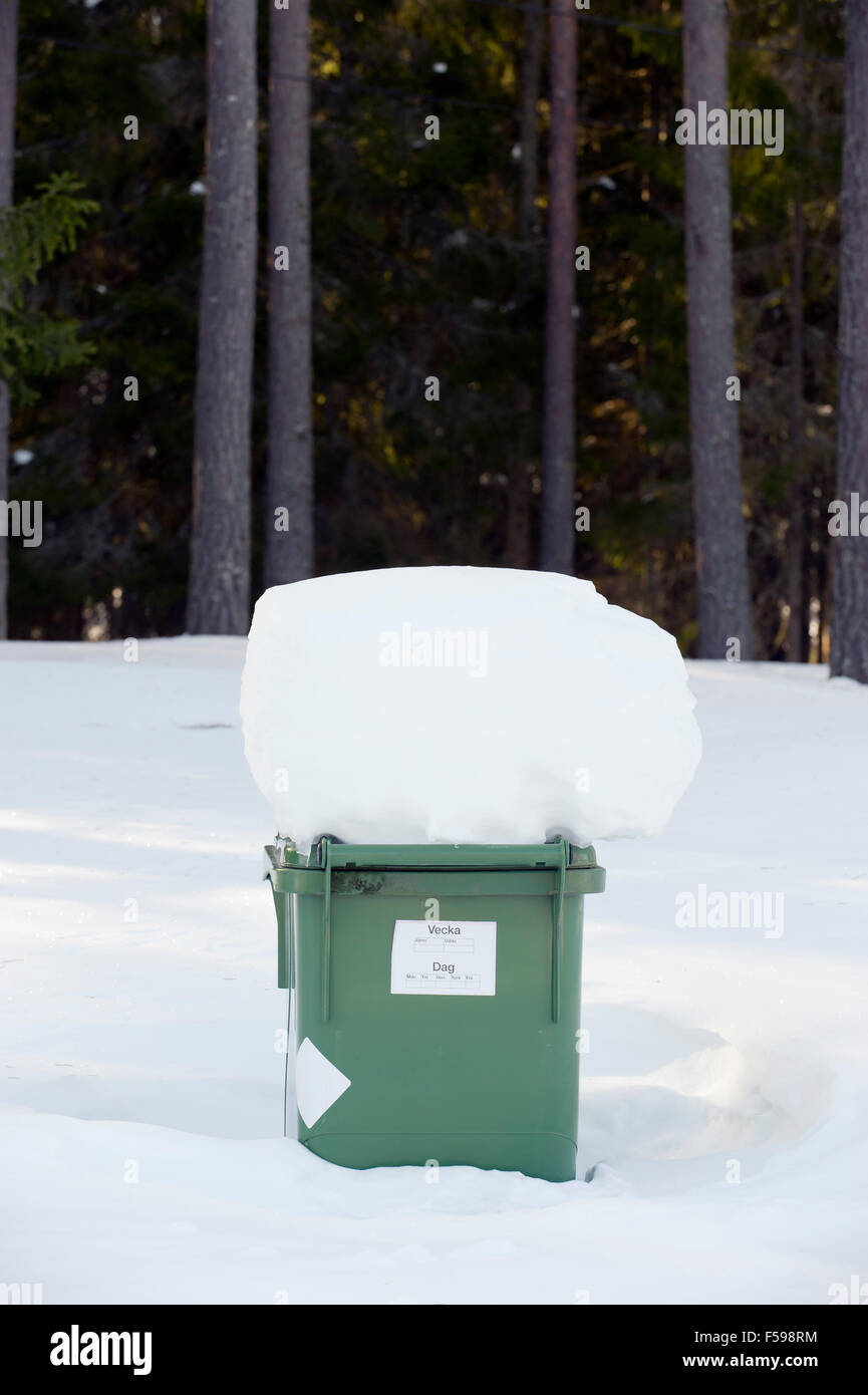 Snow-capped garbage can - Stock Image