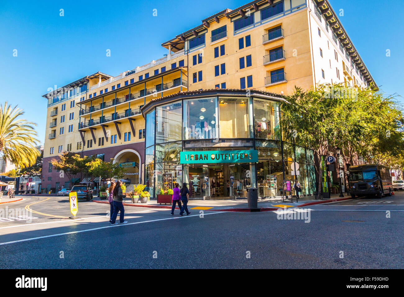 Santana Row Stores >> San Jose S Santana Row Shopping Mall Where There Are Over 70 Shops