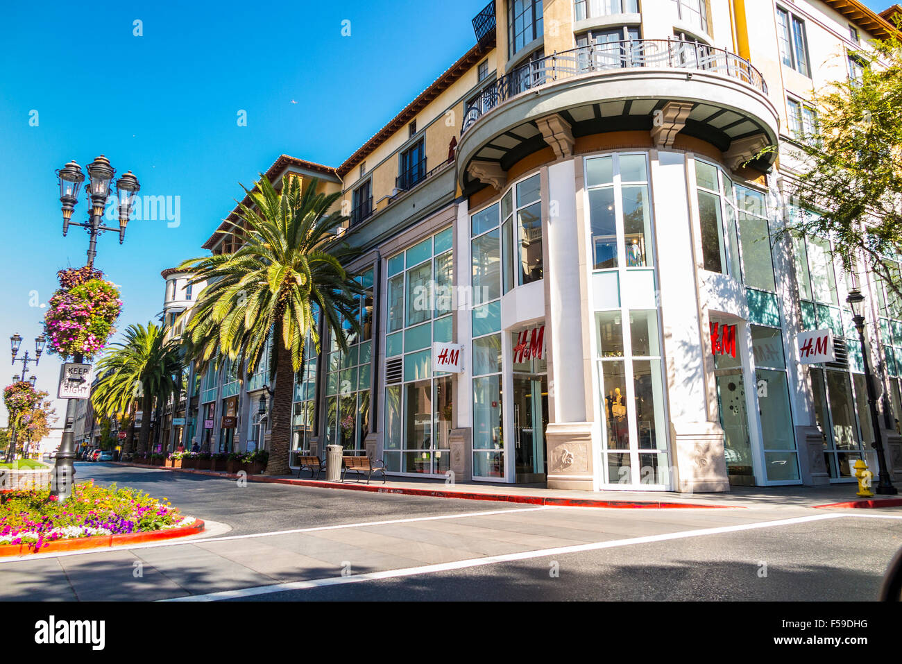 Santana Row Stores >> An H M Store At San Jose S Santana Row Open Air Shopping Mall H M Is