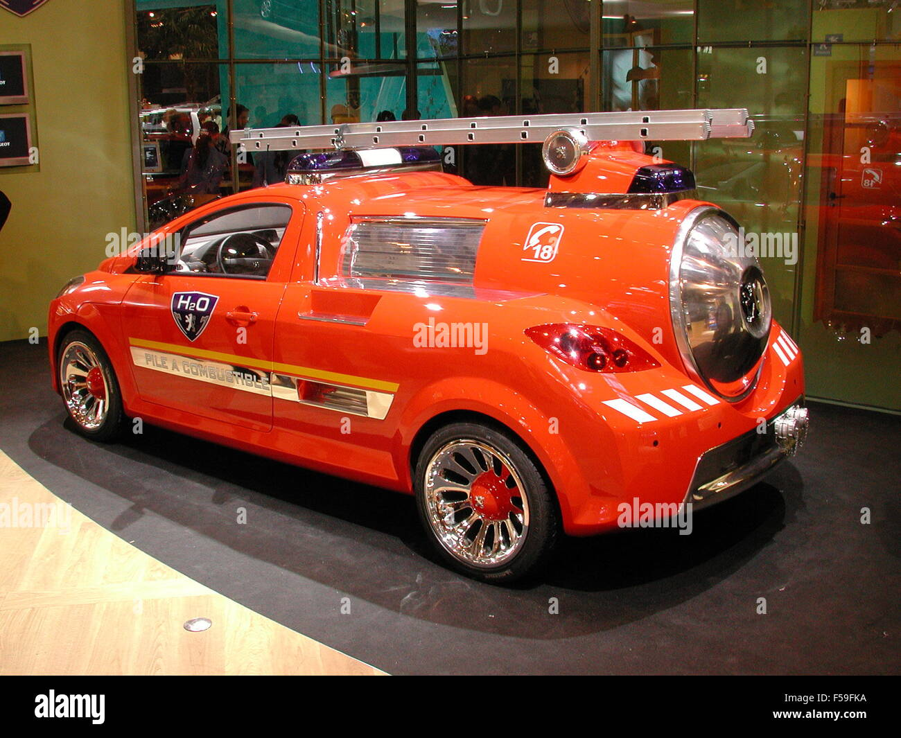 Peugeot H2o fuel cell powered Concept Fire Fighting car - design study shown at the 2002 Paris motorshow - Stock Image