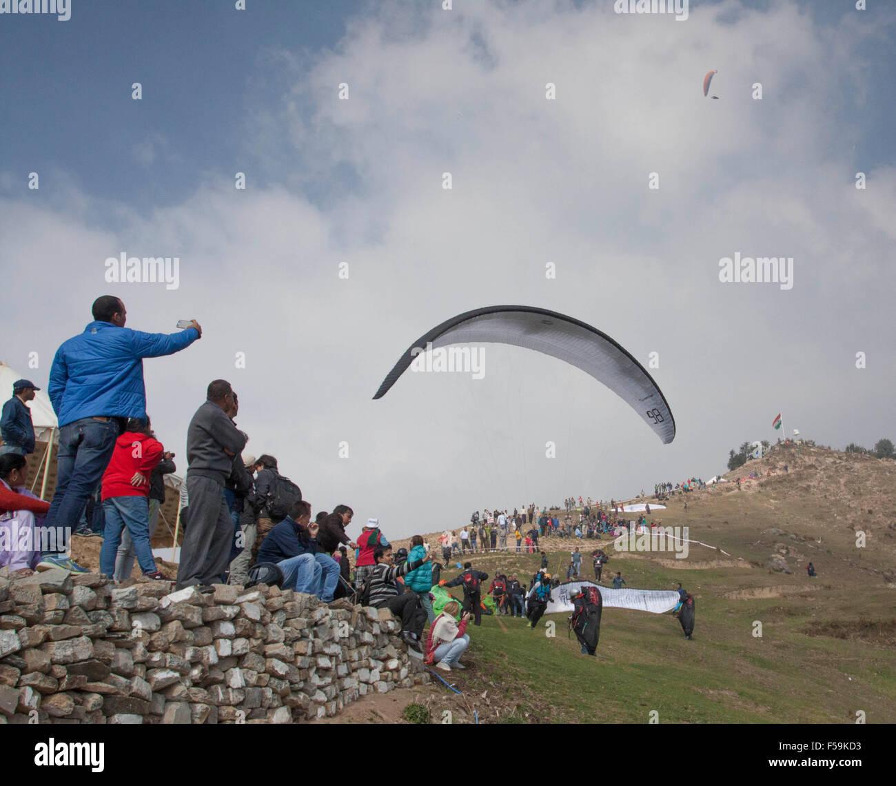 Dharamshala Distt. Kangra, India. 30th Oct, 2015. Paraglider pilots during the AAI Paragliding World Cup 2015 at - Stock Image