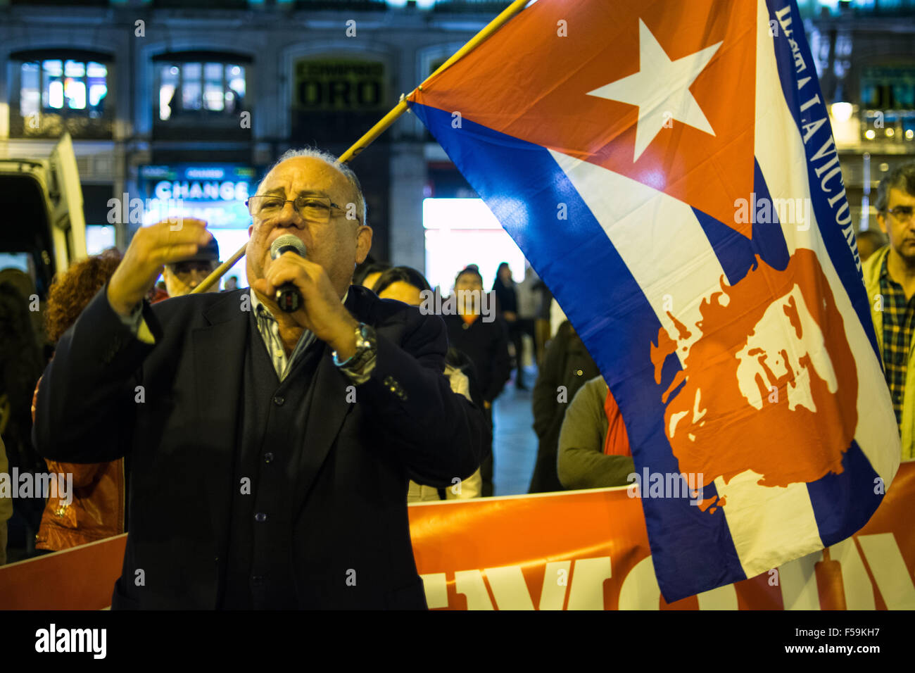 Madrid, Spain. 30th Oct, 2015. Mario Ricardo Isea, Ambassador of Venezuela in Spain, speaks to the crowd during - Stock Image