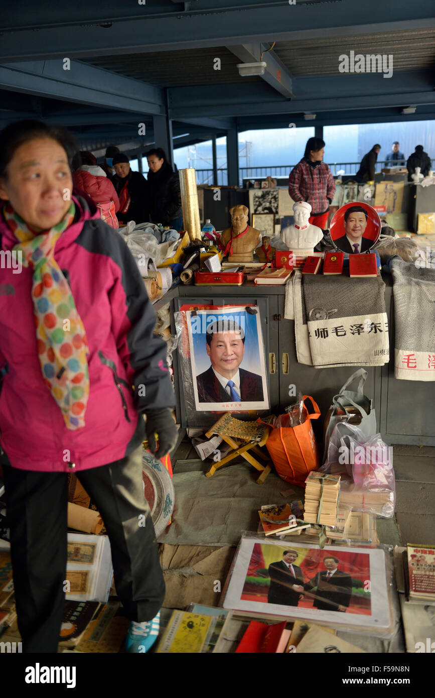 Memorabilia of Chinese president Xi Jinping is on sale  in Panjiayuan flea market in Beijing, China. 2014 - Stock Image