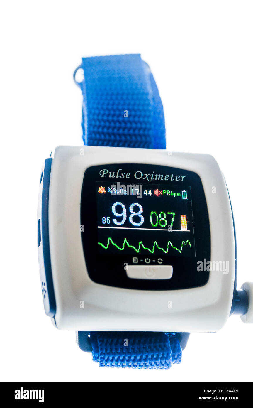 Pulse Oximeter showing a blood oxygen saturation level of 98% - Stock Image