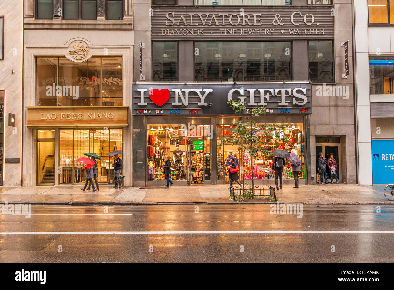 I love ny gift shops 5th avenue manhattan new york city united i love ny gift shops 5th avenue manhattan new york city united states of america negle Images