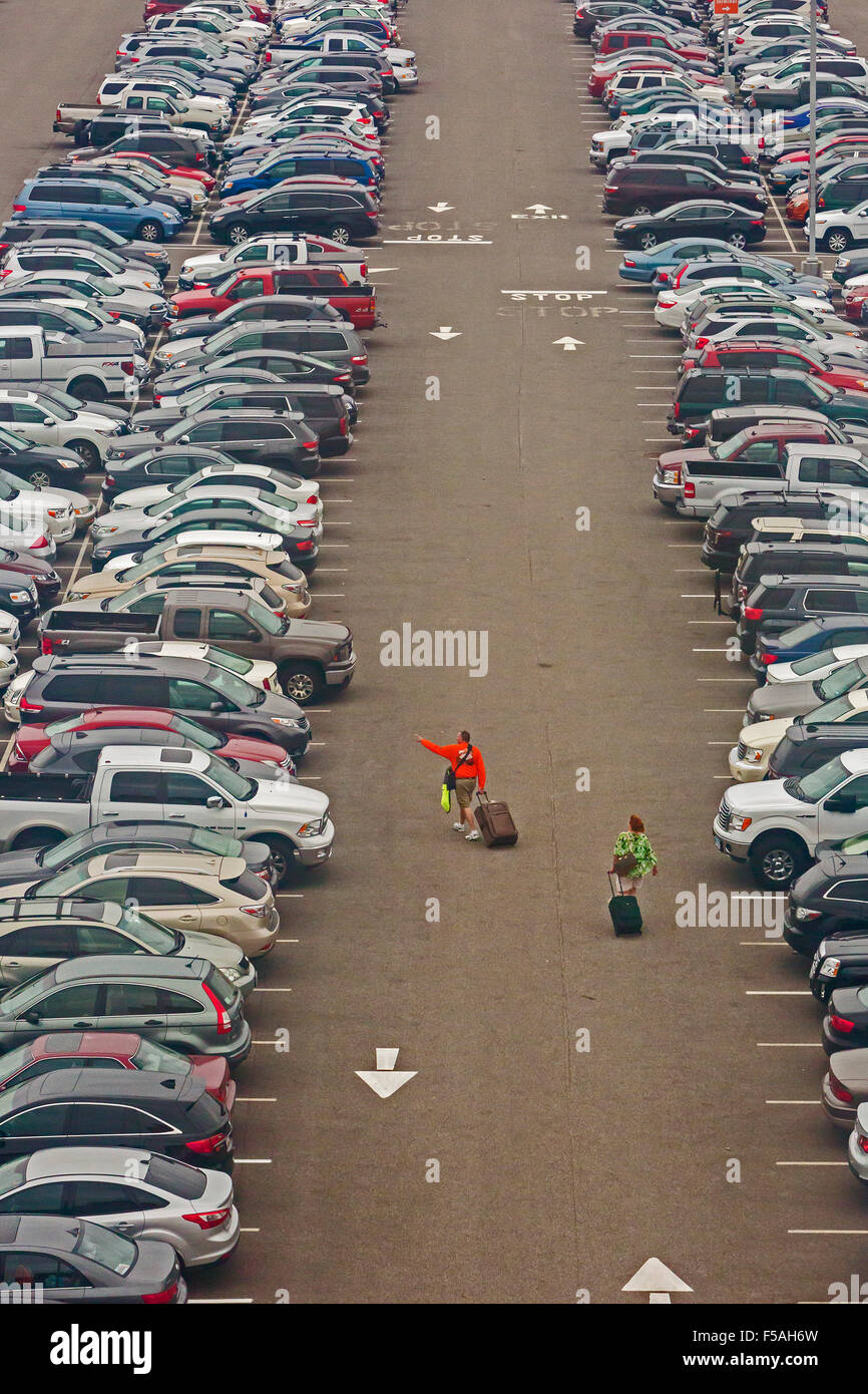 Cleveland, Ohio - A man and a woman search for their car in a parking lot at Cleveland Hopkins International Airport. - Stock Image