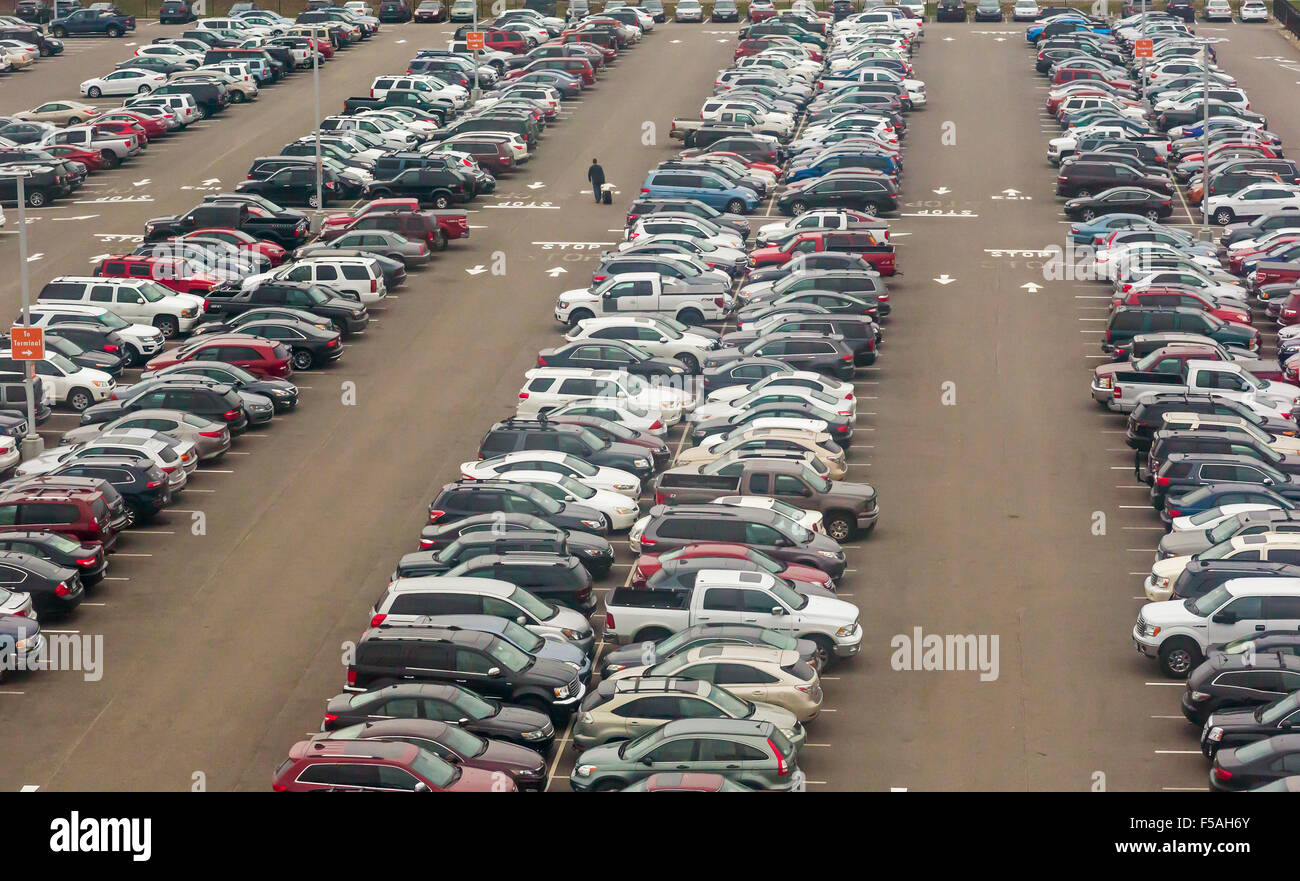 Cleveland, Ohio - A man searches for his car in a parking lot at Cleveland Hopkins International Airport. - Stock Image