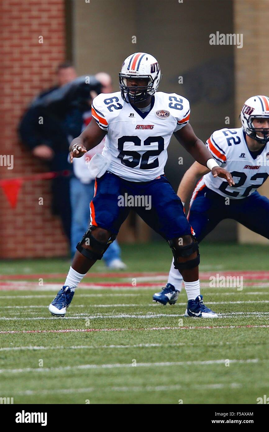 OCT 31, 2015: UT Martin center Kenneth Crenshaw #62 looks to seal his gap after he snaps the ball. The Razorbacks - Stock Image