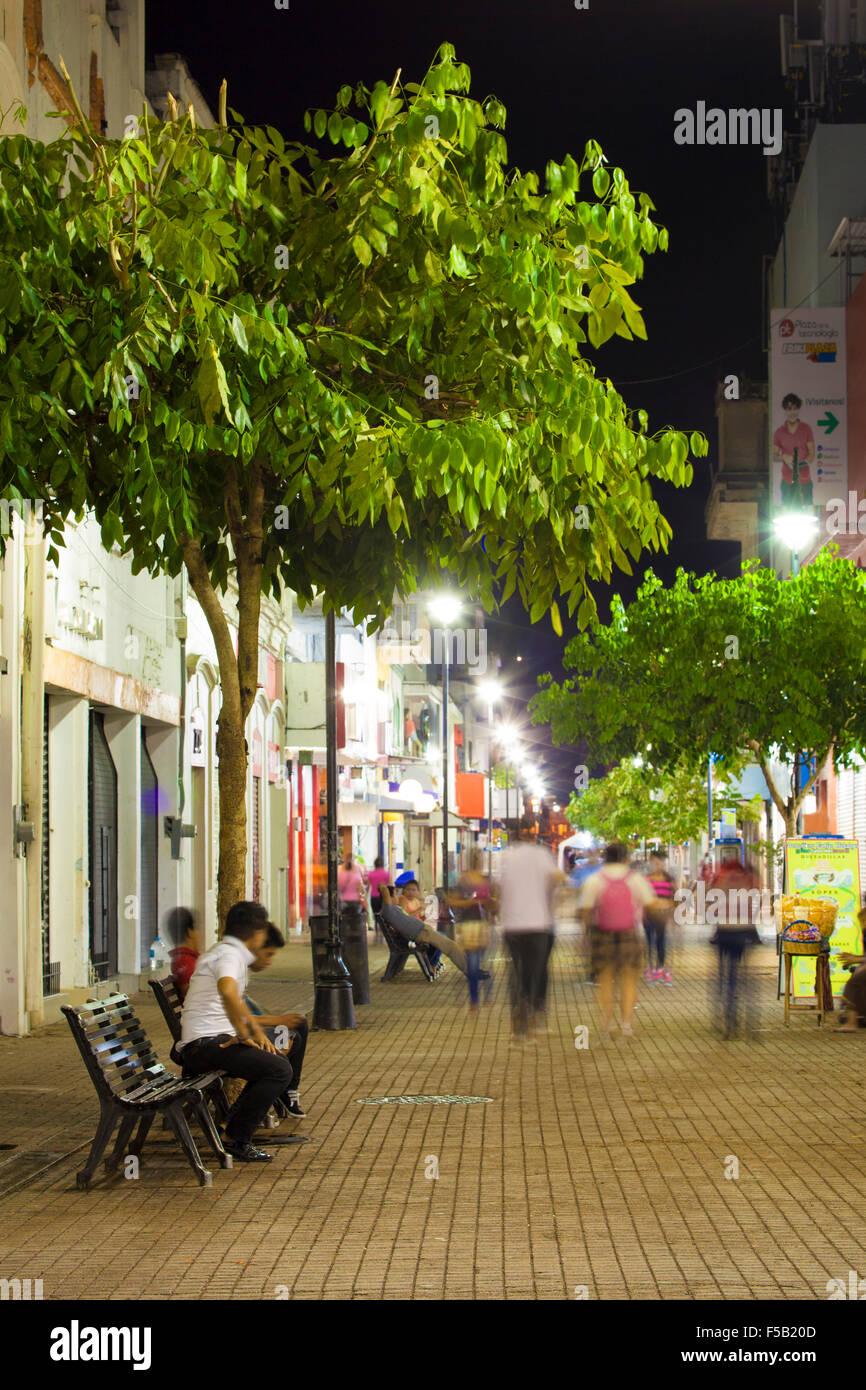 Zona Luz district of downtown Villahermosa, Tabasco at night. - Stock Image