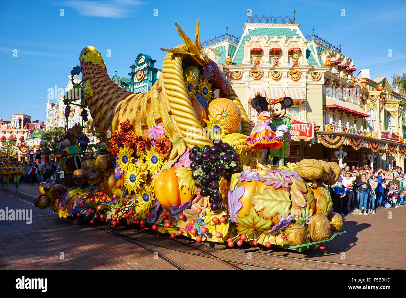 halloween parade along main street disneyland paris marne-la-vallee