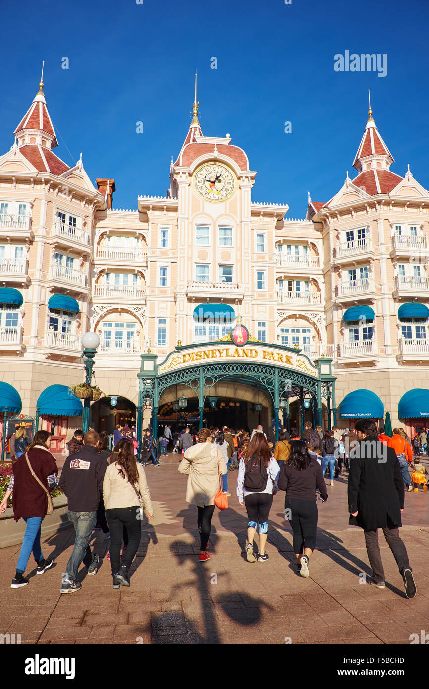 The Disneyland Hotel And Entrance To Disneyland Paris Marne