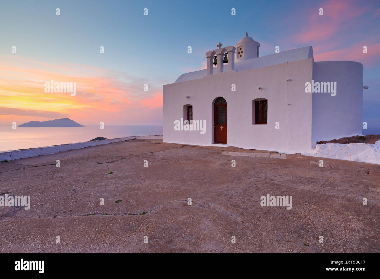 Church atop a hill over Plaka village, Milos island, Greece. - Stock Image