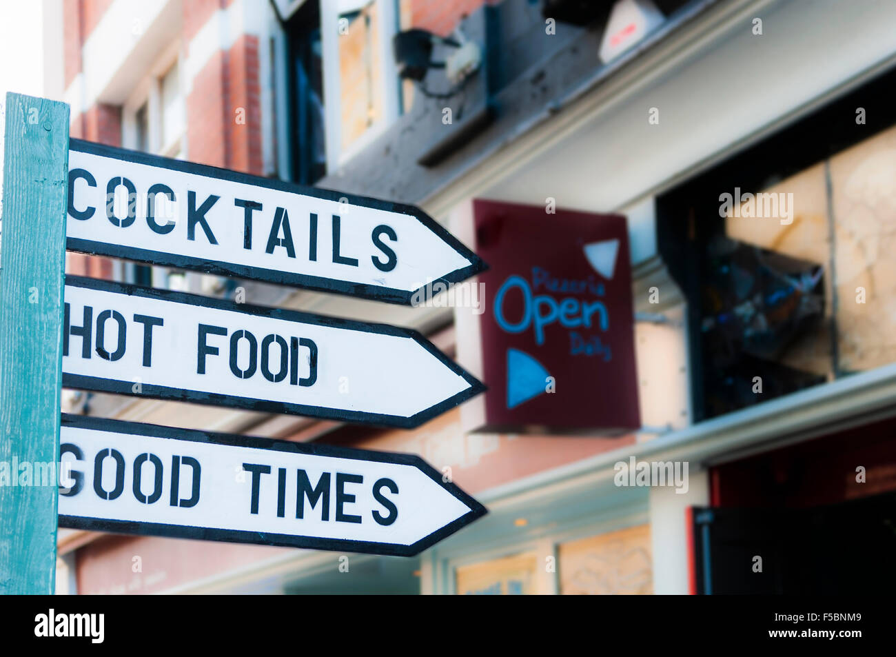 Sign to a pub saying 'Cocktails. Hot Food.  Good Times', Belfast - Stock Image