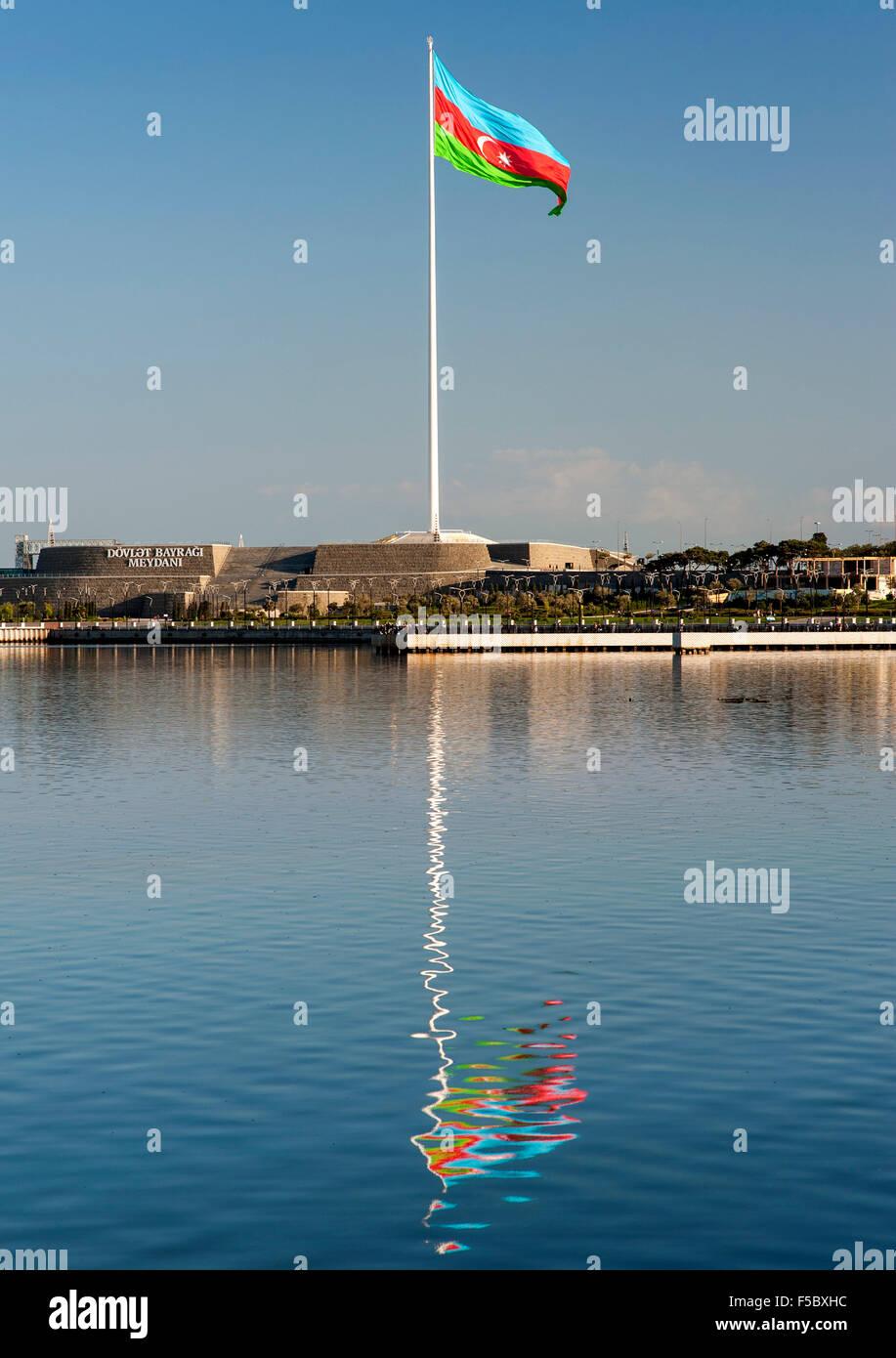 The flag of Azerbaijan in National Flag Square (Dövlət Bayrağı Meydanı) in Baku. - Stock Image