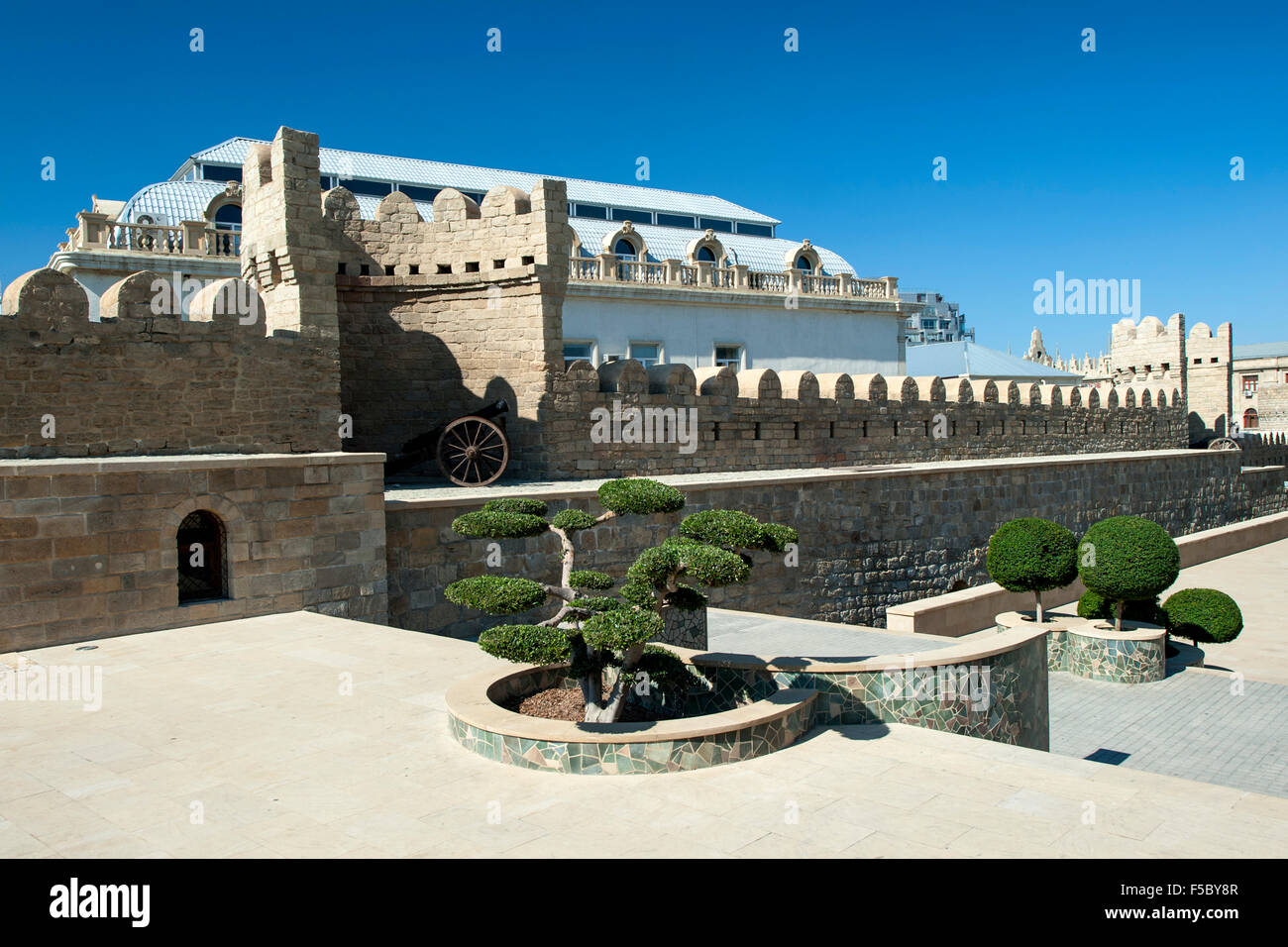 The medieval walls of the Old Town (İcheri Sheher) in Baku, capital of Azerbaijan. - Stock Image