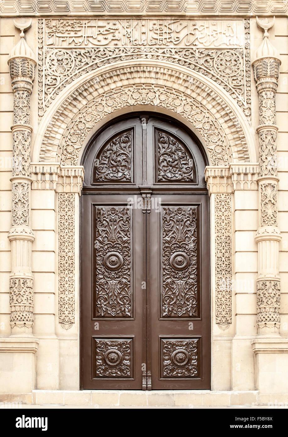 Doors of the Juma Mosque (Cümə Məscidi) in the old town in Baku, the capital of Azerbaijan. - Stock Image