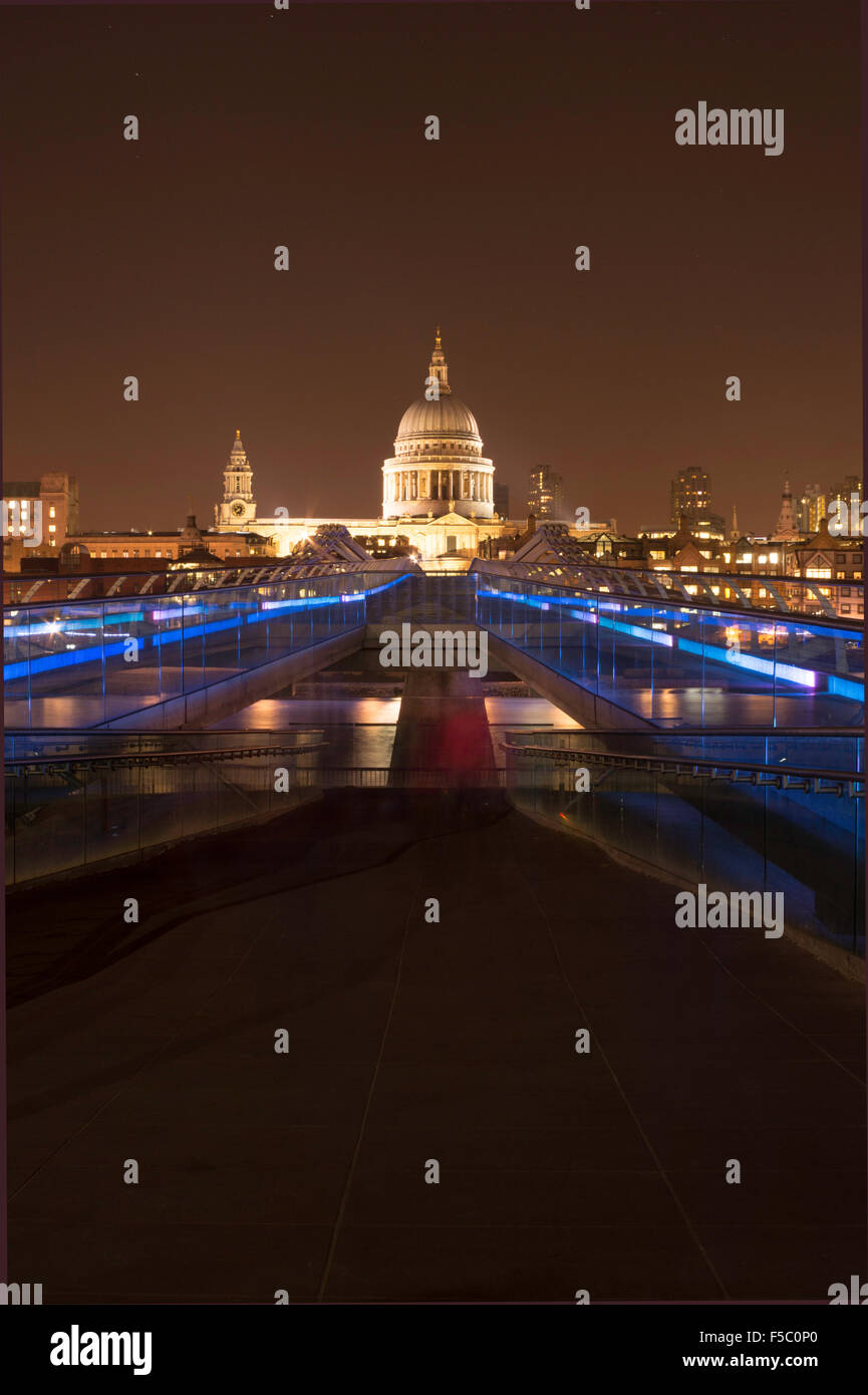 St Pauls Cathedral and the Millennium  Bridge at night - Stock Image