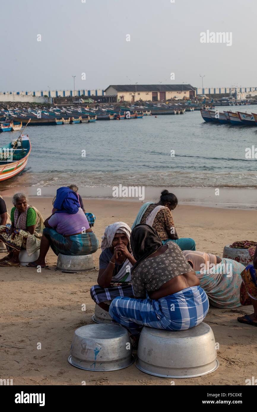 Vizhinjam Christian fisherma village in Kerala, India, November 2014. Women, often with their children wait for - Stock Image