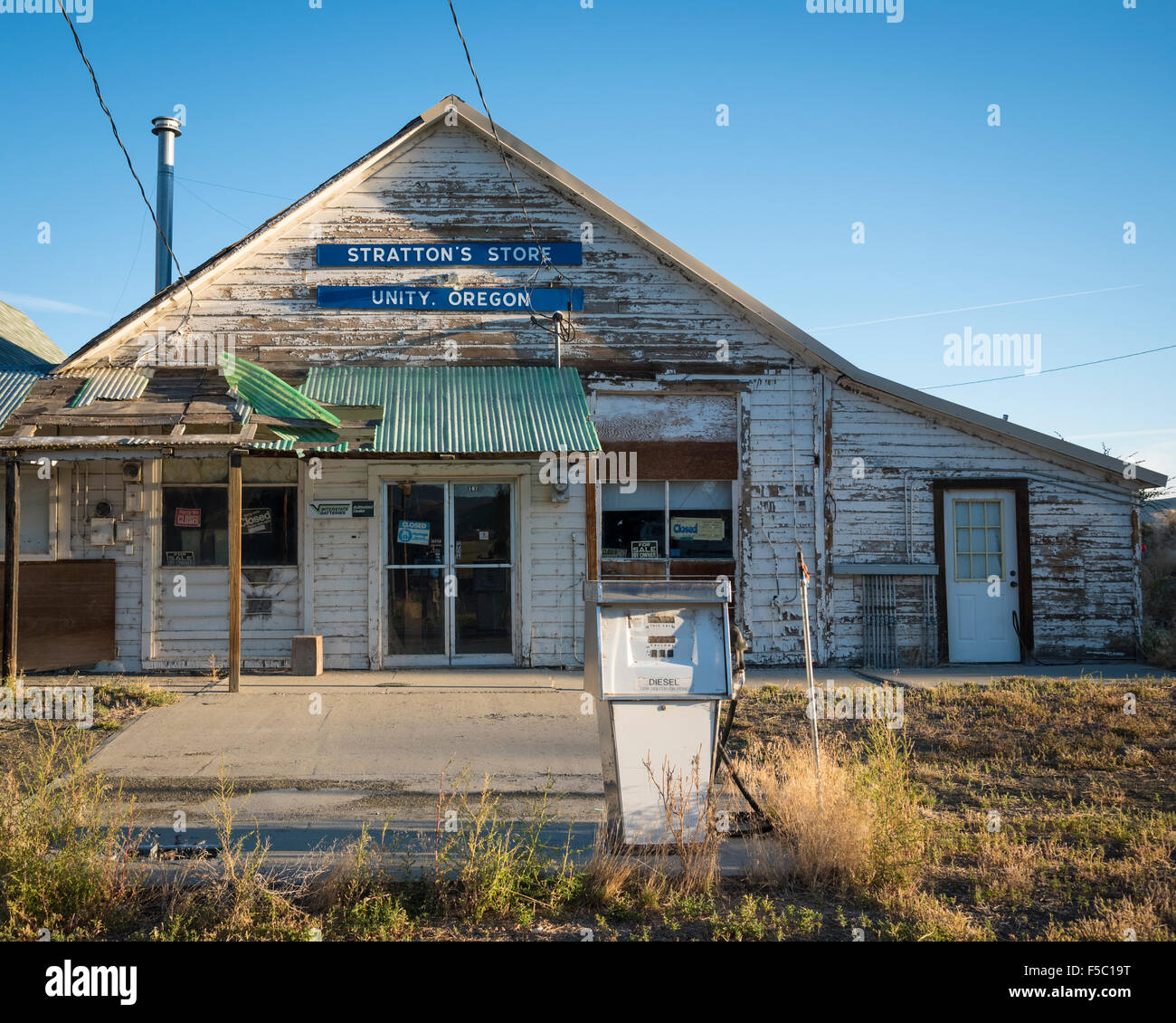 The former Stratton's Store in the town of Unity, eastern Oregon. - Stock Image