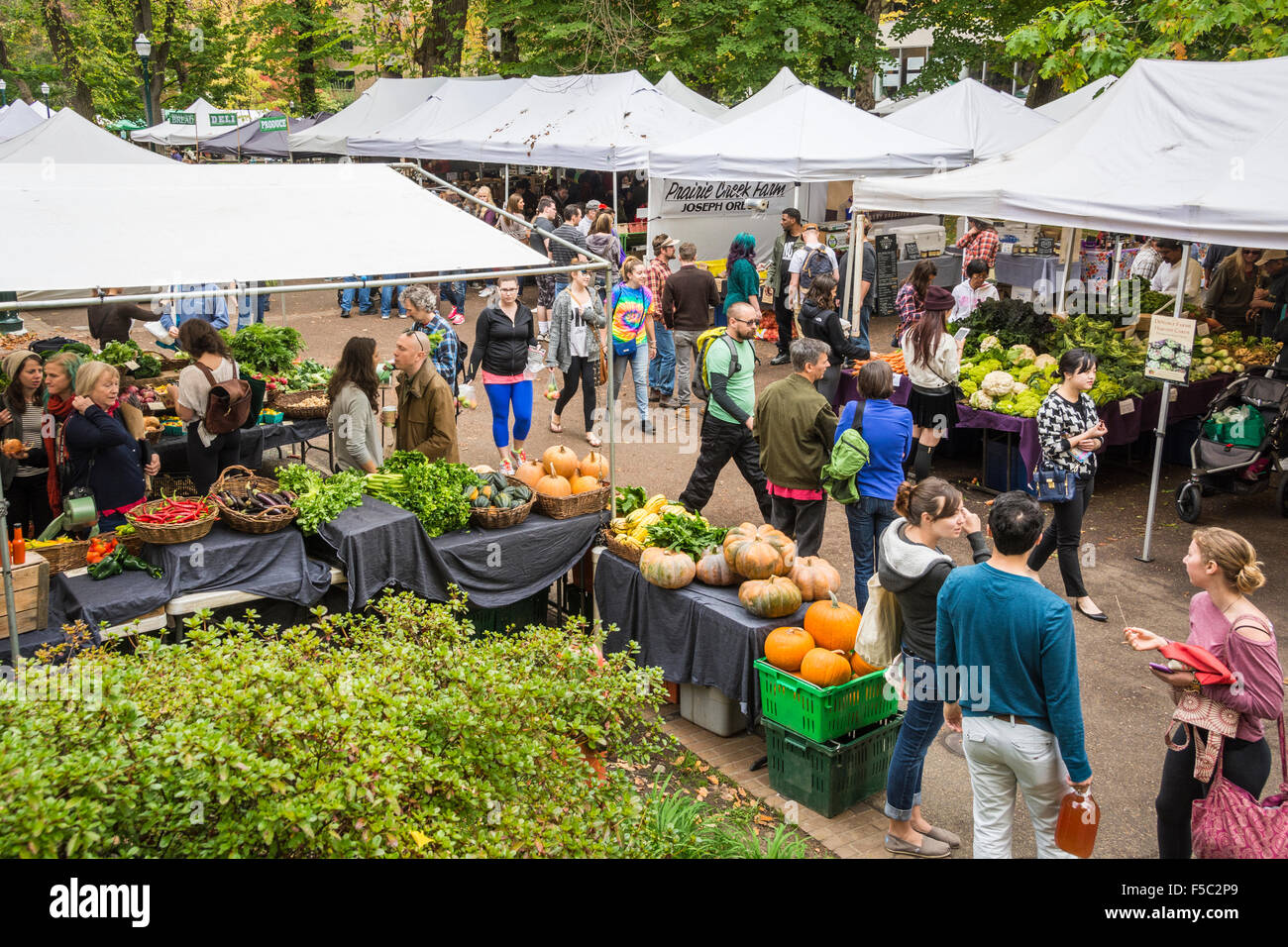 Farmer 39 s market on the park blocks at portland state - Market place at garden state park ...
