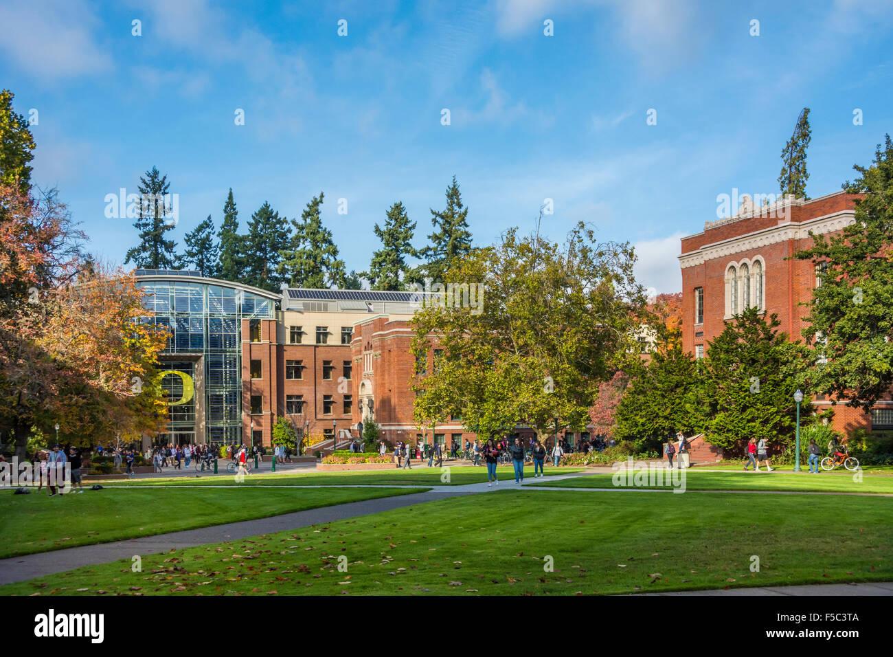 Lillis Hall and Anstett Hall, Lundquist College of Business; University of Oregon, Eugene, Oregon. - Stock Image