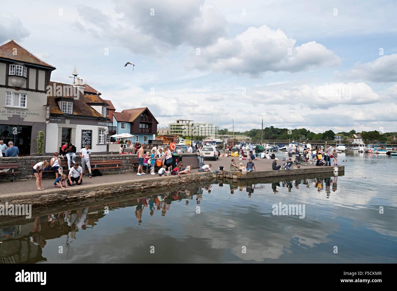 crabbing holiday fun quayside lymington hampshire Stock Photo