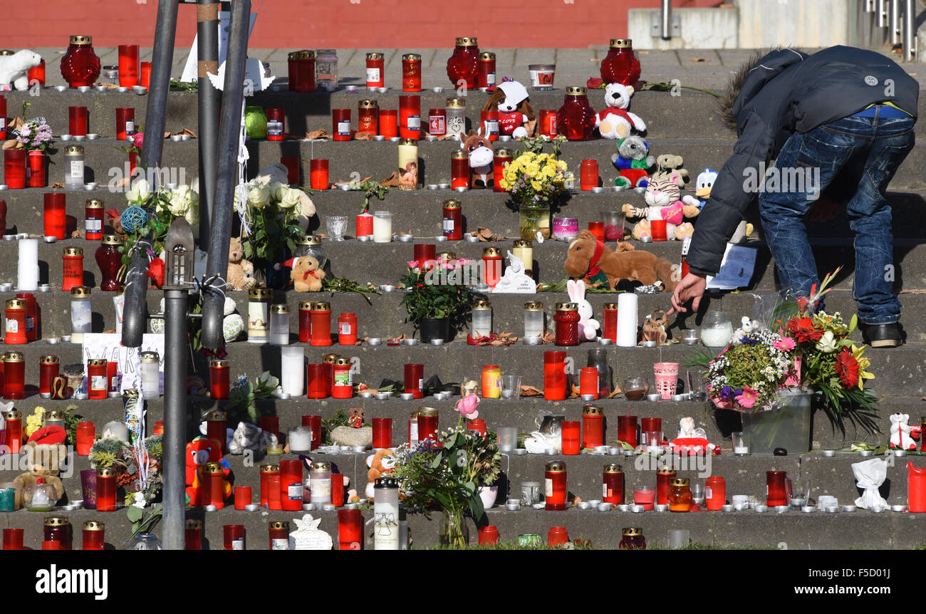 Potsdam, Germany. 02nd Nov, 2015. A boy stands between stuffed animals, flowers, and candles, placed by residents - Stock Image