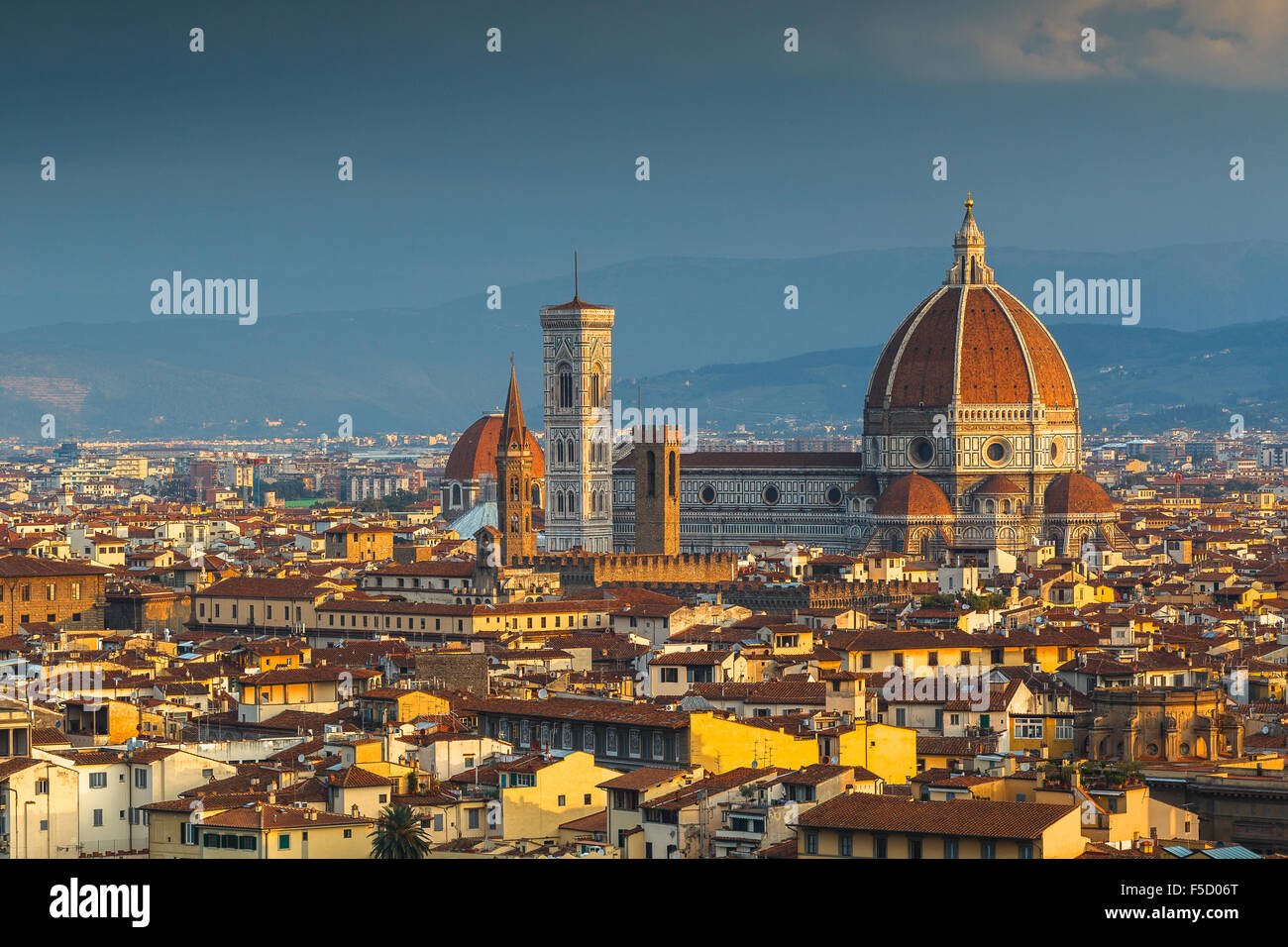 Santa María del Fiore Cathedral at sunrise from Piazzale Michelangelo, Florence, Tuscany, Italy. - Stock Image