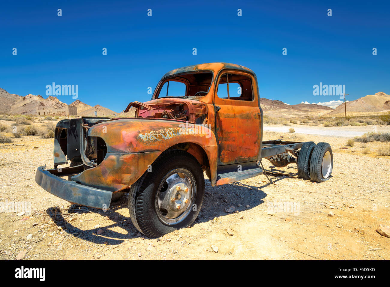 Old farm truck left in ghost town in the desert - Stock Image