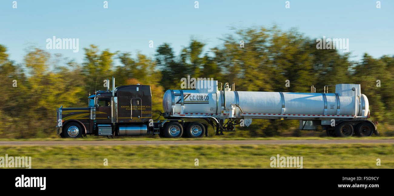 Typical clean, shiny American Peterbilt truck for bulk liquid freight transport on trucking route Interstate 10, - Stock Image