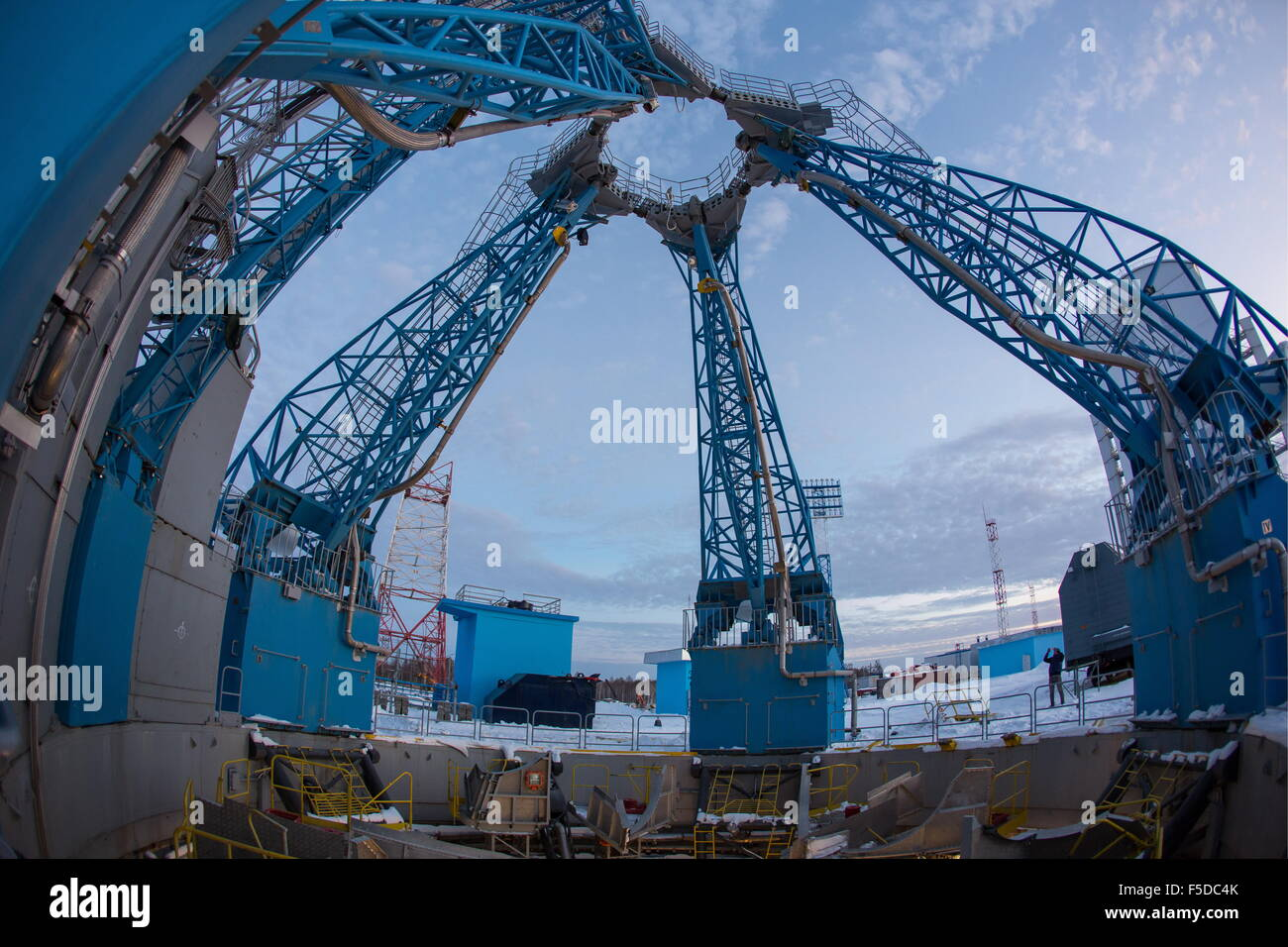 Amur Region, Russia. 2nd Nov, 2015. Trusses at a launch pad of Russia's Vostochny Cosmodrome. Several corruption - Stock Image
