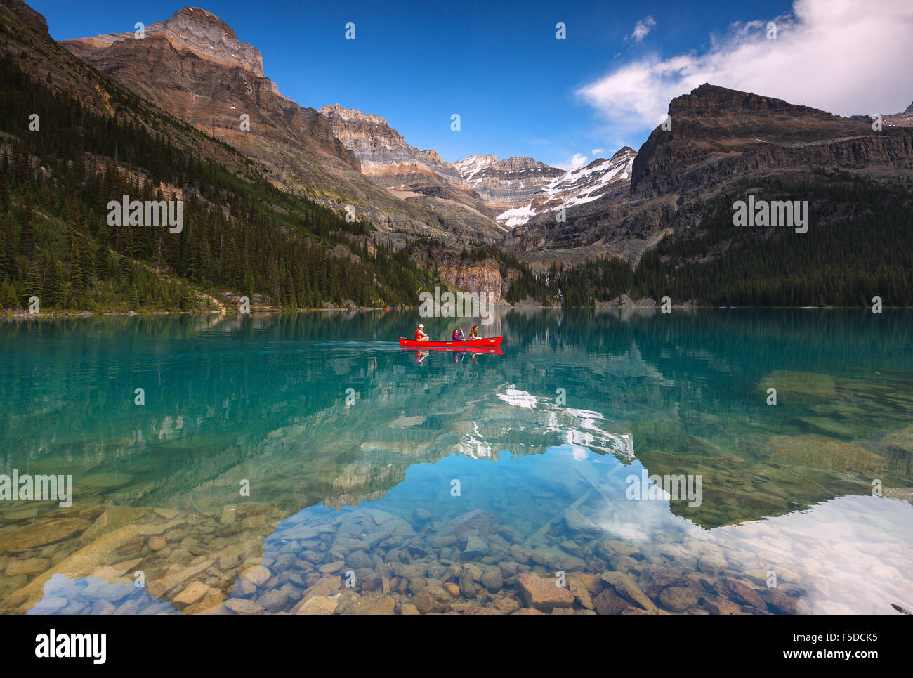 A couple canoeing at beautiful Lake O'Hara in Yoho National Park, British Columbia, Canada, America. - Stock Image