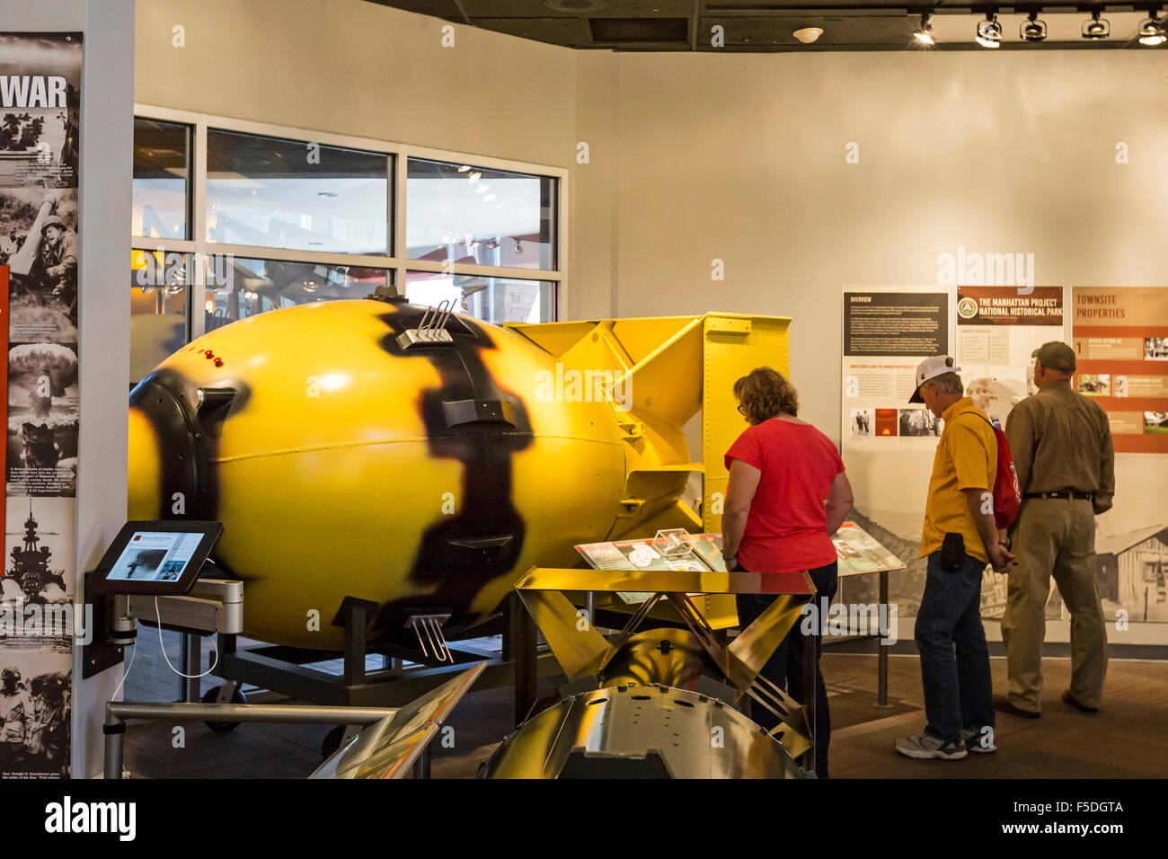 Los Alamos, New Mexico - The Bradbury Science Museum containsa  replicas of  Fat Man, the nuclear bomb dropped on - Stock Image
