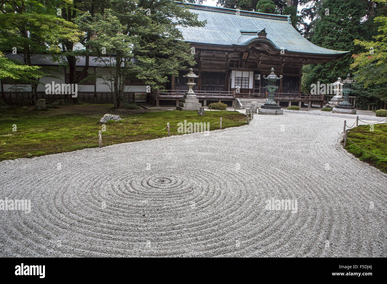 Raked garden in Kyoto japan - Stock Image