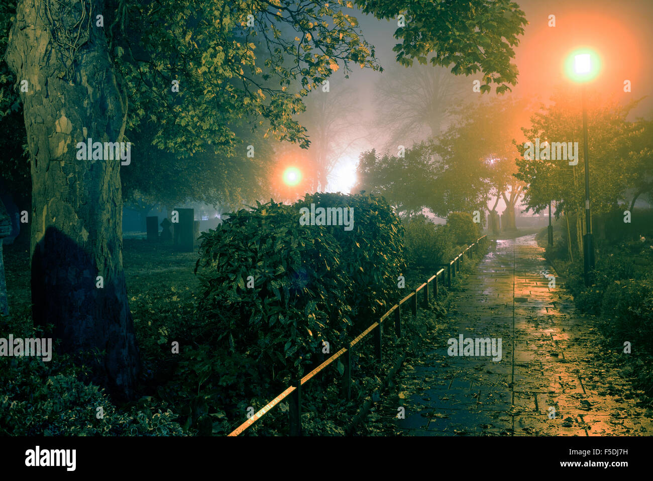 Hucknall, Nottinghamshire, UK:02nd November 2015 .Dense fog remains to night around the east Midlands area, set to clear some time during Tuesday .Hucknall parish church St Mary Magdalene burial place of poet Lord Byron looking Erie in the evening mist . Credit:  IFIMAGE/Alamy Live News Stock Photo