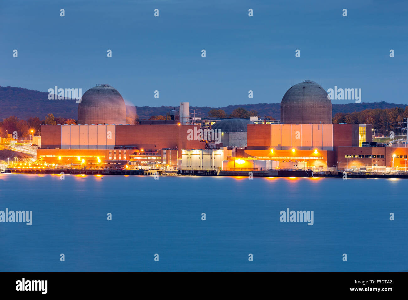 Nuclear power plant on the Hudson River, north of New York City - Stock Image