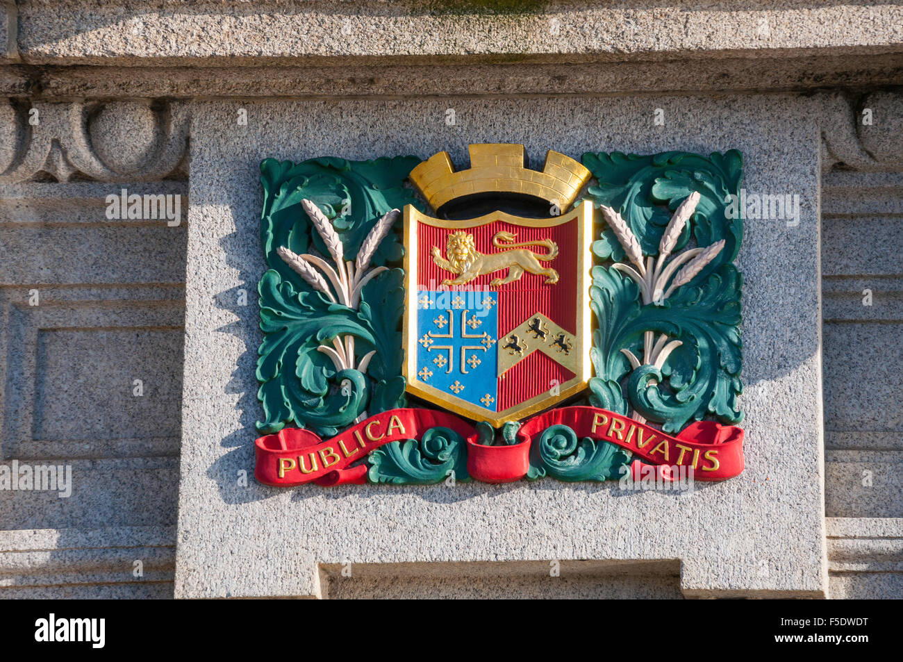 Decorative crest on Rochester Bridge, Rochester, Kent, England, United Kingdom - Stock Image