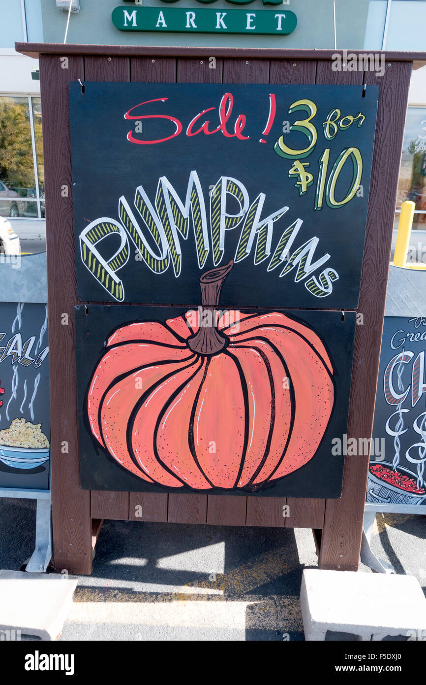 Autumn outdoor blackboard sign with chalk drawing advertising pumpkins for sale. St Paul Minnesota MN USA - Stock Image