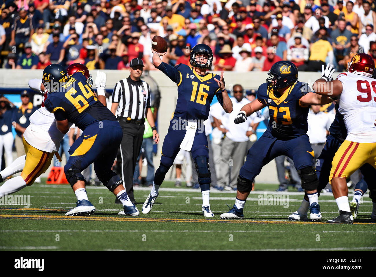 Berkley, CA. 31st Oct, 2015. Jared Goff of the Cal Bears in action during a 27-21 loss to the USC Trojans at Kabam - Stock Image