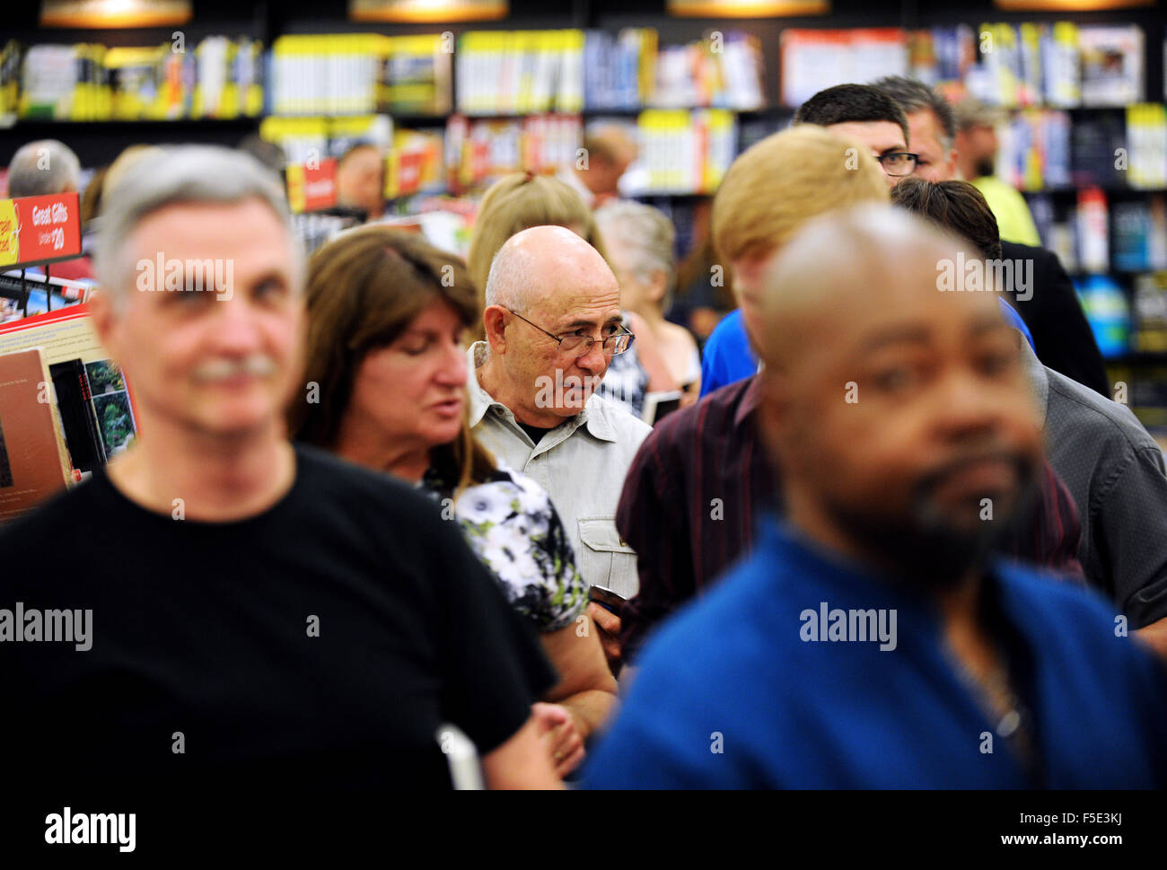 Kissimmee, Florida, USA. 02nd Nov, 2015. People wait in line at the Books-A-Million store in Kissimmee, Florida - Stock Image