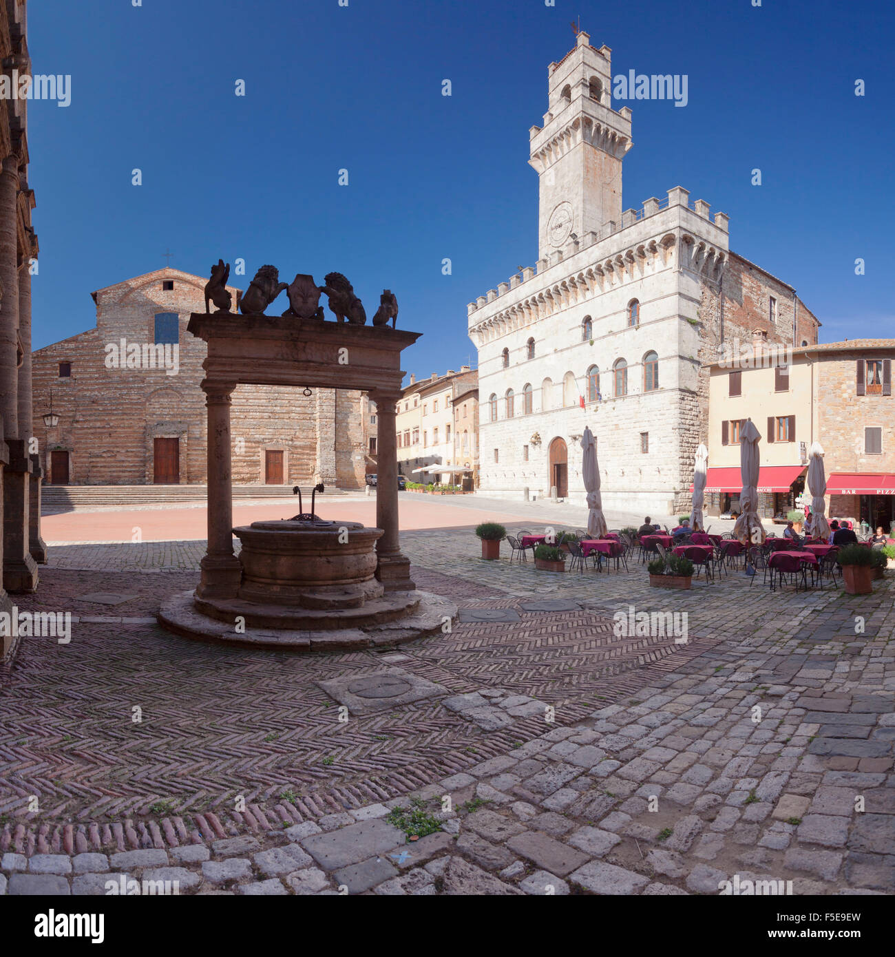 Piazza Grande Square and Palazzo Contuzzi, street cafe, Montepulciano, Siena Province, Tuscany, Italy, Europe - Stock Image