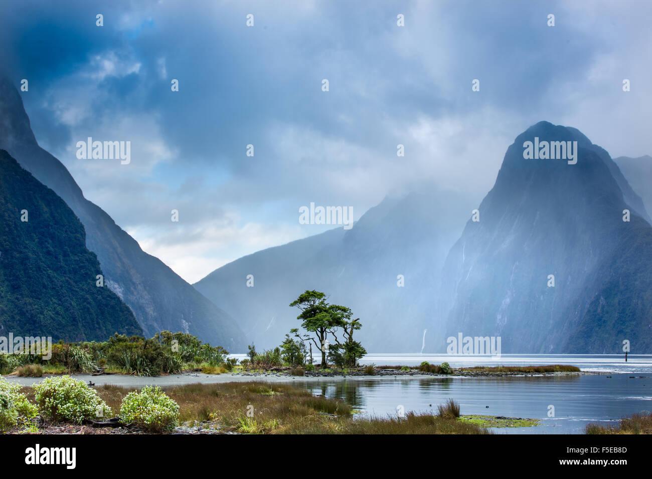 Milford Sound, Fiordland National Park, UNESCO World Heritage Site, Piopiotahi Marine Reserve, South Island, New - Stock Image