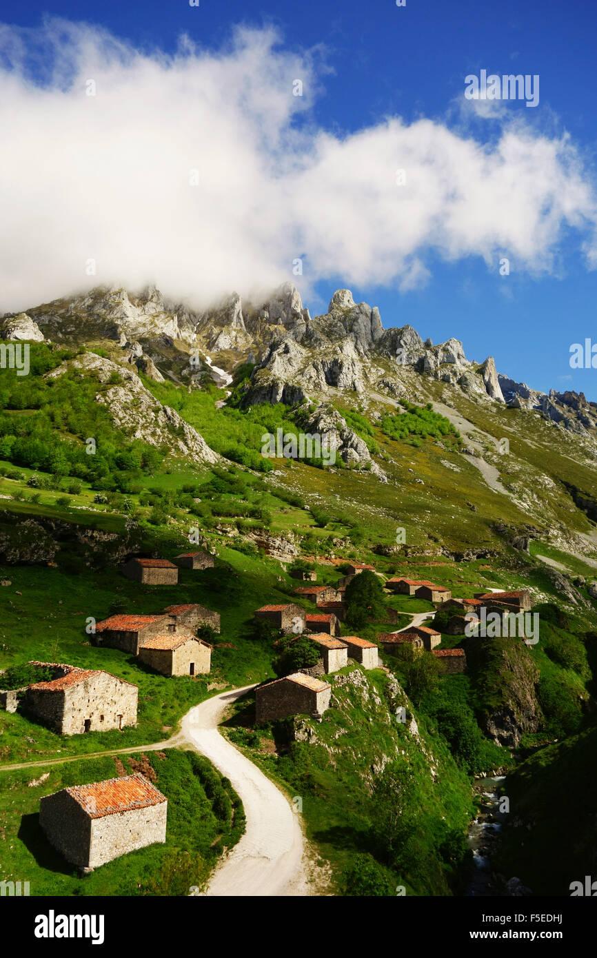Old farmhouses near Sotres, Picos de Europa, Parque Nacional de los Picos de Europa, Asturias, Cantabria, Spain, - Stock Image
