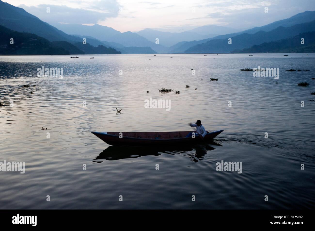 Evening scenery at Phewa Lake in Pokhara, Nepal. - Stock Image